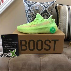 Women's Adidas Yeezy Boost 350 V2 Glow Size 7 NEW